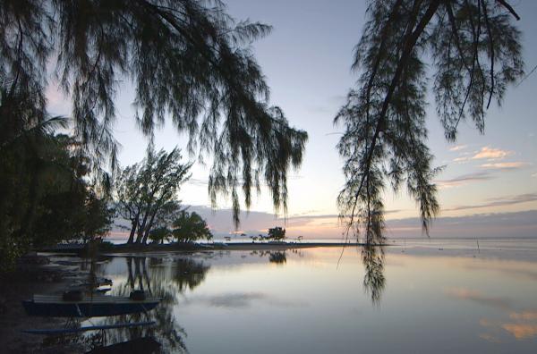 Bild 1 von 4: Tahiti mit seinen Naturwundern, seiner üppigen Vegetation und seinen Vulkanbergen eilt der Ruf eines Paradieses auf Erden voraus.