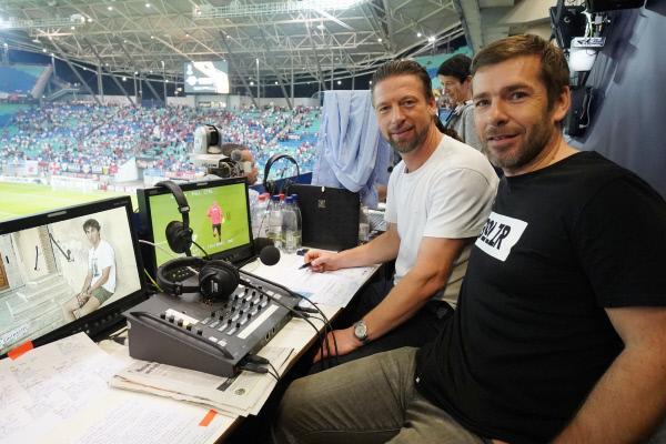 Bild 1 von 1: Live-Spiel Kommentator Marco Hagemann (r.) mit Co-Kommentator Steffen Freund (Archivbild)