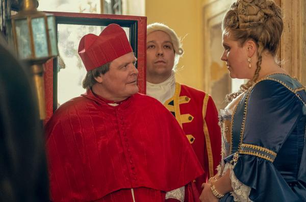 Bild 1 von 5: Maria Theresia (Stefanie Reinsperger) versteht sich gut mit dem Päpstlichen Nuntius (Igor Bares).