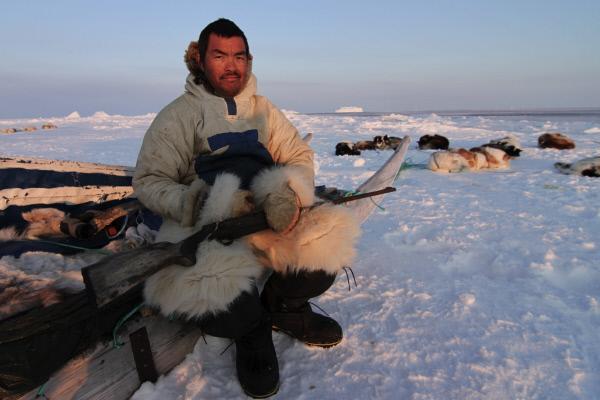 Bild 1 von 5: Der J?ger Uulinnguaq will seinem Sohn Qaaqqukannguaq auf einer mehrt?gigen Reise die Kunst des Jagens beibringen.