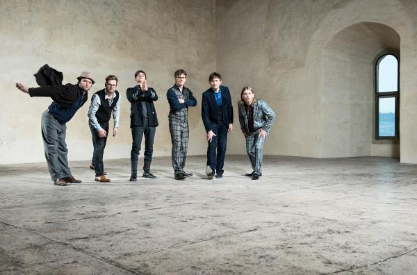 Bild 1 von 2: ?The Waves Are Rising, Dear!? ? so heißt das neue Album der Schweizer Jazzband Hildegard Lernt Fliegen. ?Metropolis? stellt die Gruppe vor.