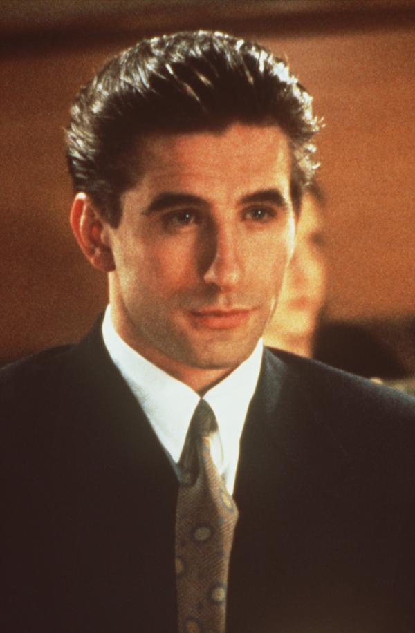 Bild 1 von 3: Der höfliche Zeke (William Baldwin) verbirgt hinter seinem unschuldigen Lächeln zahlreiche Geheimnisse.