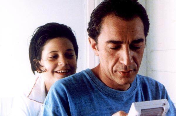 Bild 1 von 5: Adam (Richard Berry) will die Krankheit seiner Tochter Violette (Marie Kleiber) nicht wahrhaben.