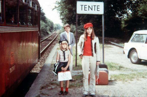 Bild 1 von 40: Weil ihr Vater im Krankenhaus liegt, verbringen die Geschwister Jenny (Susanne Uhlen, vorne re.), Emma (Irina von Bentheim) und David (Jürgen Lentzsch) den Sommer bei Familie Pentecost.