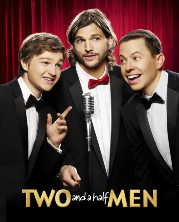 Bild 1 von 20: (9. Staffel) - Two and a Half Men: Walden Schmidt (Ashton Kutcher, M.), Alan (Jon Cryer, r.) und Jake Harper (August T. Jones, l.) ...