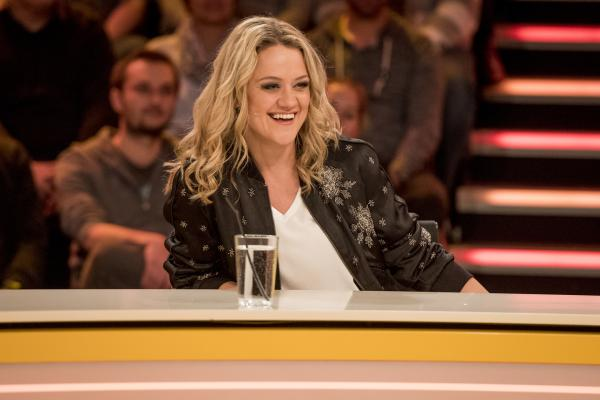 Bild 1 von 15: Lisa Feller stellt sich den genialen Fragen der Zuschauer.