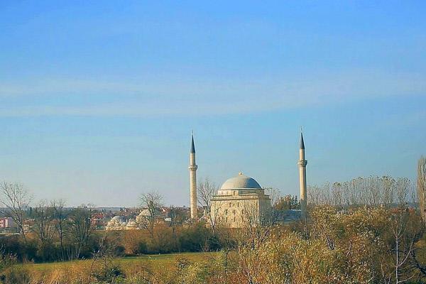 Bild 1 von 5: Der Sultan-Bayezid-Komplex am Stadtrand von Edirne gehört zu den schönsten Beispielen für eine Külliye, eine zu einer Moschee gehörende karikative Einrichtung.