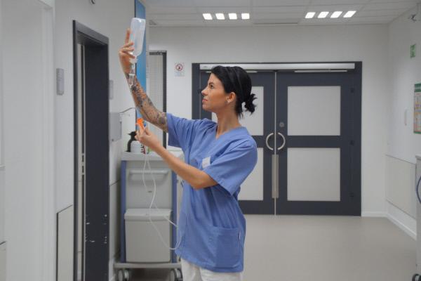 Bild 1 von 15: Klinik am Südring: Echte Ärzte und Krankenschwestern gewähren einen Einblick in ihren spannenden Klinik-Alltag ...