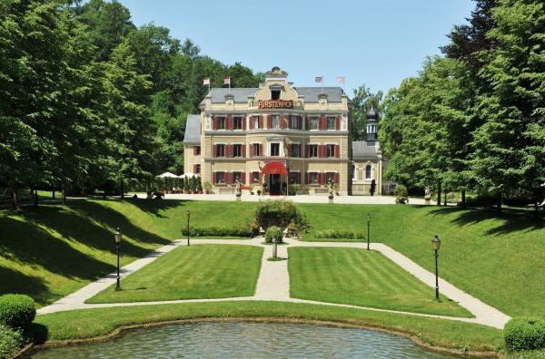 Bild 1 von 4: Fürstenhof im Sommer.