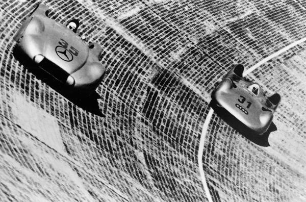 Bild 1 von 4: Internationales Avus-Rennen, 30. Mai 1937: Rudolf Caracciola (Startnummer 35) auf Mercedes-Benz Stromlinien-Rennwagen W 125 mit 8-Zylinder-Motor M 125 F