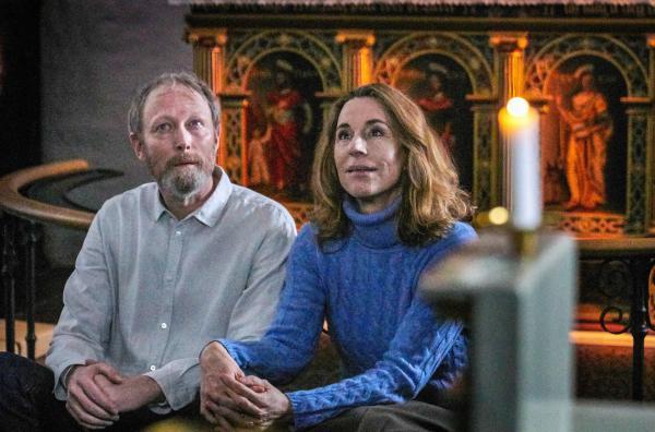 Bild 1 von 11: Johannes (Lars Mikkelsen) und Elisabeth (Ann Eleonora Jørgensen) schwelgen gemeinsam in Erinnerungen.