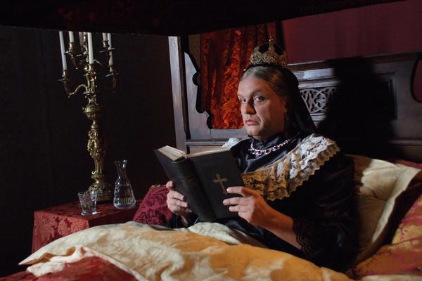 Bild 1 von 1: Hape Kerkeling als Queen Victoria.