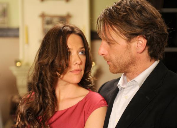 Bild 1 von 15: Erst spät erkennt Anne (Alexandra Neldel, l.), dass Karl (Hendrik Duryn, r.) trotz seines unbeholfenen Auftretens ein wirklich guter Kerl ist ...