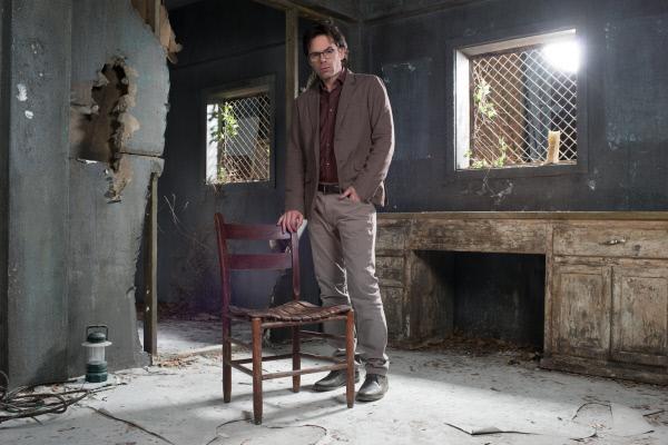 Bild 1 von 18: (2. Staffel) - Pathologe Mitch Morgan (Billy Burke) setzt alles daran, endlich das Gegengift zu finden, um die bestialischen Tiere zu stoppen ...