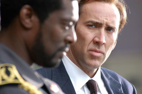 Bild 1 von 20: Yuri (Nicolas Cage, r.) verkauft in größeren Umfang Waffen an den brutalen Diktator von Liberia, Andre Baptiste (Eamonn Walker).