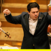 Cristian Macelaru dirigiert Mahler und Dvorák