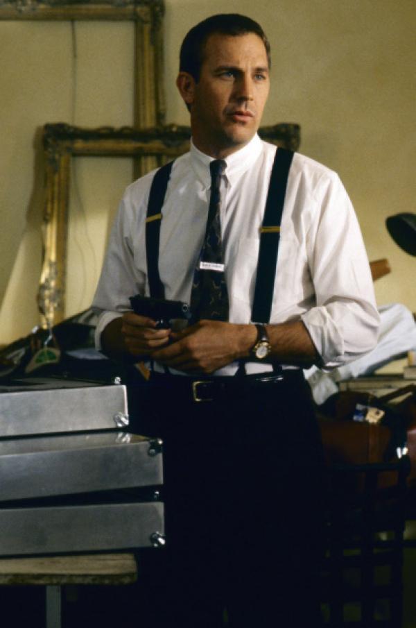 Bild 1 von 12: Er ist der Beste, doch diesen Auftrag nimmt er nicht gerne an: Frank Farmer (Kevin Costner) soll eine komplizierte Sängerin beschützen.